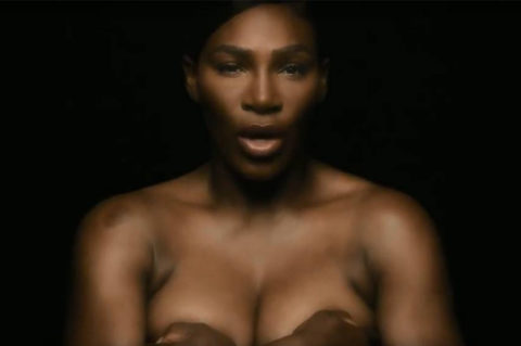 Serena Williams tombe le haut pour la prévention du cancer du sein